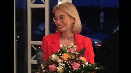 Peggy Schierenbeck mit Blumen