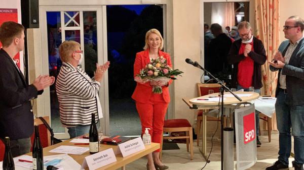 Petra Schierenbeck und Gratulanten